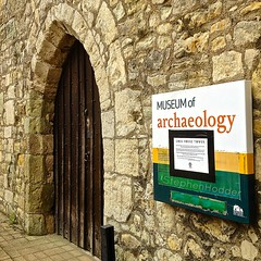 OldArch (Hodd1350) Tags: door sign wall arch stonework hampshire southampton 4s iphone