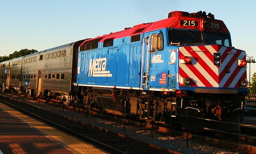 A freshly washed Metra commuter train.  Glenview Illinois USA. June 2011. by Eddie from Chicago