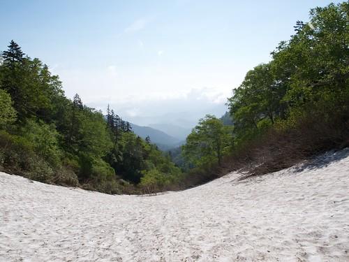 第一雪渓から振り返る