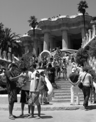 tourists in Parc Guell (alby83) Tags: barcelona spain holidays espana barcellona vacanze spagna