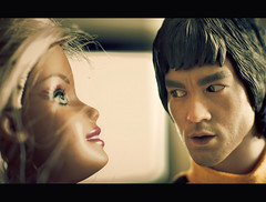 Bruce Lee, I luuuuuve U :) (Zed The Dragon) Tags: boss game macro art yellow jaune way french geotagged toys effects photography death 50mm big flickr minolta photos martial bokeh mort sony bruce 14 wing barbie lo karate chun lee fist kungfu blonde chuck alpha postproduction brucelee franais norris sal zed francais jeu shah cinma lightroom artiste acteur jouets effets weis sharmon clouse hottoys a850 abdulkarim enterbay junfan thegameofdeath dslra850 alpha850 aljabbar zedthedragon lejeudelamort