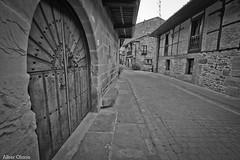 Cartes BN 1 (@lberOlanoAndresFotografia) Tags: las 6 blanco canon ventana calle los puerta y negro banco ii 200 7d 100 70 balcon cuarto f28 lunes 1022 cantabria manfrotto piedras cartes teja rc1 lowepro x2 2470 322rc2 055xpro
