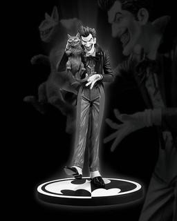 小丑黑白雕像 by Brian Bolland