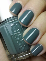 school of hard rocks, essie (nails@mands) Tags: verde green grey nagellack nails nailpolish cinza unhas essie lacquer vernis esmalte smalto naillacquer verniz schoolofhardrocks
