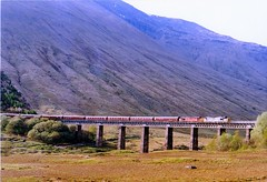 37674-37411 at horseshoe curve (47604) Tags: bridge mountain tractor scotland passenger whl horseshoecurve westhighlandline class37 37169 37290 37411 37674