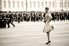 the lady and the soldiers (mfellnerphoto) Tags: woman stpetersburg army russia parade soldiers frau soldaten armee russland winterpalast ringexcellence