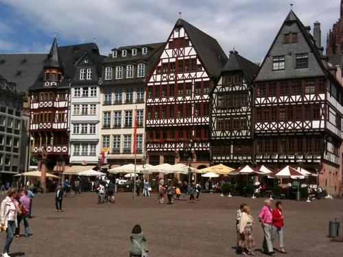 <span>francoforte</span>... passando da qui...<br><br><p class='tag'>tag:<br/>francoforte | luoghi | </p>
