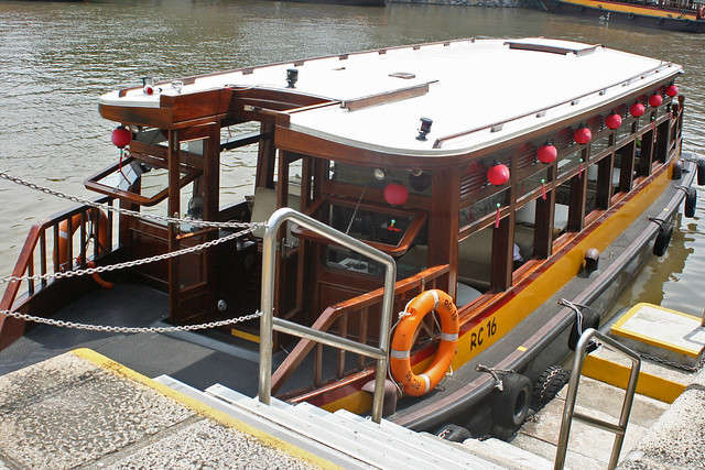 The Tiffin Cruise takes you on a bumboat