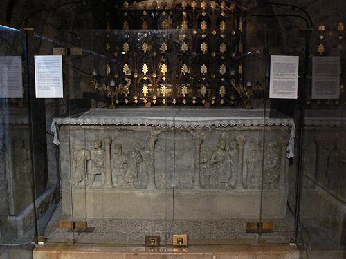 sarcophage de marie madeleine.jpg
