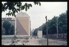 (Kaopai) Tags: berlin wall germany deutschland border guard haus german berlinwall ddr zaun gdr treptow zone 70th frontier watchtower mauer stasi berlinermauer nva brd grenze wachturm ostzone sektor sperrgebiet 1970er 1970th sektorengrenze innerdeutschegrenze sperrzaun grenzanlage harzerstrase bouchestrase minengrtel panzersprerre