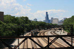 Metra Electric rounding the curve (Mark Vogel) Tags: railroad chicago electric train eisenbahn railway wires transit commuter metra catenary chemindefer highliner metraelectric hiliners