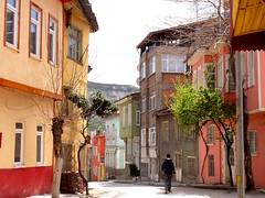 DSC04842 (ebruzenesen - esengül) Tags: turkey türkiye türkei cami mahalle hause evler akdeniz yeşil burdur pembe cumba şehir ahşapev eskievler oldhause ebruzenesen esengülinalpulat