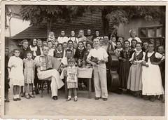 Emil apea 08.09.1946 Selena (Joco10) Tags: selenca muzika svadba vojvodina serbia slovaci music