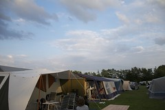 En de tent staat er weer @opwekking (erikvanderkooij) Tags: raw nl polder zon flevoland walibi pinksteren 2011 biddinghuizen pentacost opwekking pinksterconferentie nedelrnad