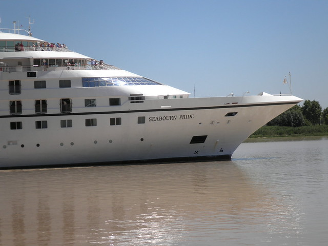 Seabourn Pride coming at Bordeaux - P5250078
