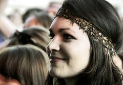 smile (_tonidelong) Tags: madrid people españa music sexy girl beauty smile smiling festival de la concert spain gente concierto babe dia personas musica indie brunette risa morena indies riendo sonriendo