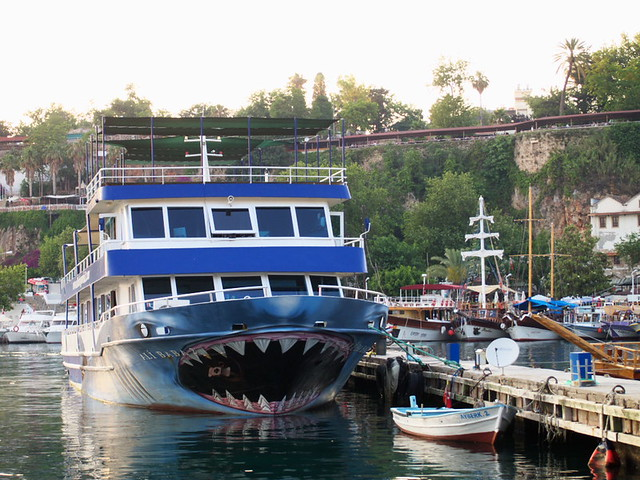 鯊魚吃小船