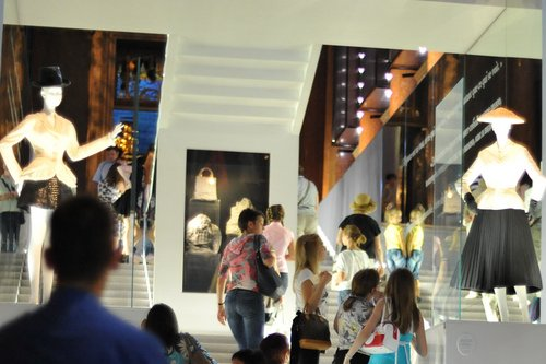 Dior.exhibit.01