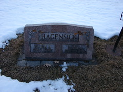 William and Minnie Hagensick (Philip Weiss) Tags: grave genealogy mcgregoriowa pleasantgrovecemetery