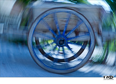 Blue Reel (Monika Ostermann) Tags: wood blue summer france color art colors frankreich europa flash lot workshop cahors reel gezoomt blitztechnik