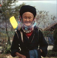black hmong woman (lcy) Tags: travel woman 6x6 tlr trekking mediumformat slide ishootfilm vietnam squareformat oldpeople traditionalcostume e6 sapa hmong 120mm  peopleportrait rap100f fujichromeastia100f epsonv700 rolleiflex28e schneiderxenotar peopleihaveasked minorityethnicgroup