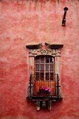 Balcn (Drogdon) Tags: building window mexico ventana balcony edificio pot balcon realdecatorce maceta sanluispotosi fototour flickrmonterrey septiembre2010
