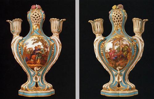 014-Par de vasijas 1761-Porcelana de Sèvres-Charles Nicolas Dodin-Web Gallery of Art-© 2005-2010 Musée du Louvre