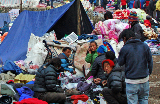 4sellers-in-tibetan-market2-copy.jpg