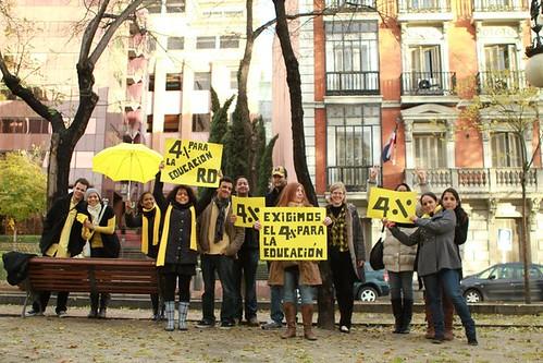 lunes amarillo dominicanos en madrid exigen el 4%-5