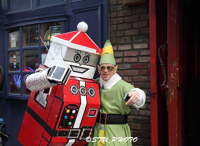 robot santa + elf