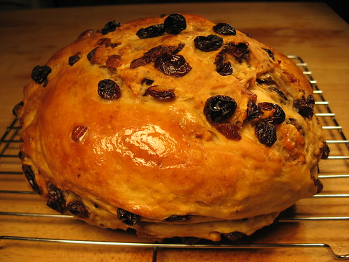 Raisin, walnut, and pecan bread 001