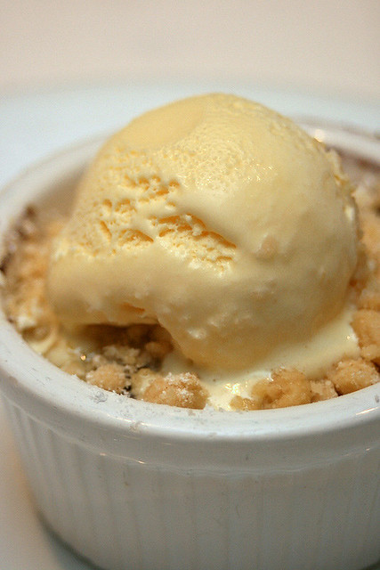 Blueberry and peach crumble with vanilla ice cream