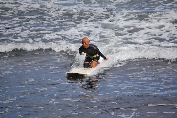 Honolii-4-surfer-one-arm-guy