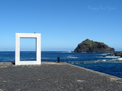 Feliz Ao Nuevo (Gomereta) Tags: happy new year ao nuevo 2011 garachico mar oceano muelle pasado escultura visita familiar amigos rato agradable cumpleaos roque