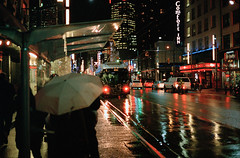 Another Rainy Vancouver Night (S_Peter) Tags: street canada rain night vancouver zeiss kodak contax g2 portra 800 45mm regen planar kanada flextight stphotographia
