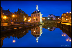King's Lynn - Reflections of The Custom House in Purfleet Quay (Yen Baet) Tags: city uk greatbritain blue england reflection water architecture night port river twilight ancient europe riverside unitedkingdom britain dusk norfolk landmark icon medieval quay historic warehouse lynn british bluehour ti iconic eastanglia kingslynn hanseatic starbursts customhouse henrybell touristinformation rivergreatouse stmargaretschurch captaingeorgevancouver purfleetquay d700