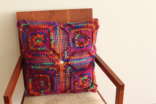 IMG_1626Kaffe Fassett Love - Cushion #2 made by mum - FRENTE