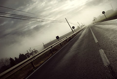 On the road (Alberto Sen (www.albertosen.es)) Tags: road espaa fog spain nikon day carretera dia niebla d80 albertorg albertosen