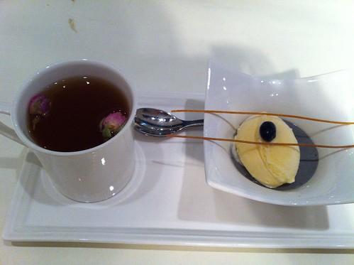 冰淇淋芝麻奶凍+玫瑰自然果茶