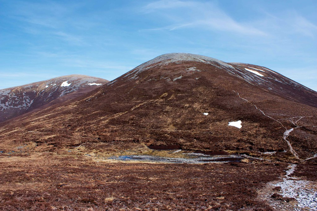 The high col below Mam nan Carn