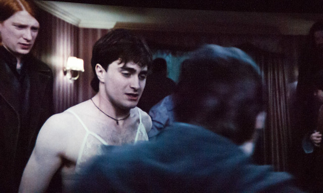 Harry Potter con un sostén brasier