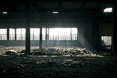 STL02 - Rveil (xportebois) Tags: light shadow window pilar germany dark deutschland hall rust darkness lumire decay ombre contraste column allemagne fentre rouille pilier urbex