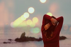 (Experiment of the nature) Tags: autumn red sea sky colors hands exposure bokeh overlay double jumper tones poses mundaka experimentofthenature andreacisneros