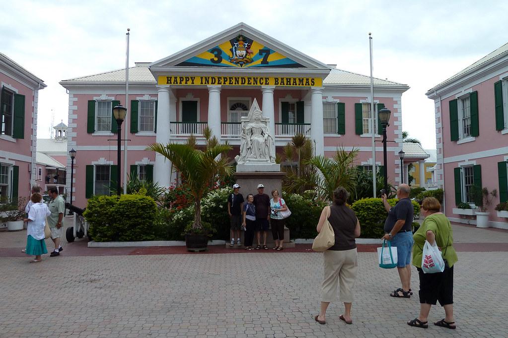 Bahamas_Monument