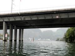Acheregg Bridge over Alpnacher Lake, Switzerland (jag9889) Tags: bridge lake puente schweiz switzerland see kayak crossing suisse suiza motorway swiss bridges luzern railway ponte kayaking pont svizzera brcke paddling lucerne a2 lse waterway ch vierwaldstttersee 2010 svizra hergiswil e35 stansstad alpnachersee acheregg alpnacher achereggbrcke y2010 jag9889 bridgesbykayak k038