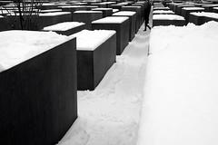 mahnmal... unforgettable... (...storrao...) Tags: blackandwhite bw berlin germany deutschland holocaust nikon memorial pb mitte pretoebranco modernarchitecture petereisenman d90 holocaustmahnmalberlin denkmalfrdieermordetenjudeneuropas storrao sofiatorro nikond90bw