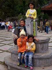 Kids at Chùa Thầy, Quốc Oai, Hanoi (чãvìnkωhỉtз) Tags: kids children temple sony snapshot vietnam hanoi buddhisttemple 2010 việtnam chùa chùathầy hànội chuathay huyện dscw130 quốcoai sàisơn quocoai thiênphúctự thienphuctu masterspagoda gavinkwhite