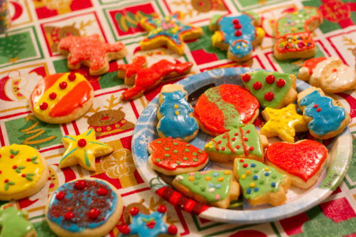 12-20-10 cookie decorating (14)