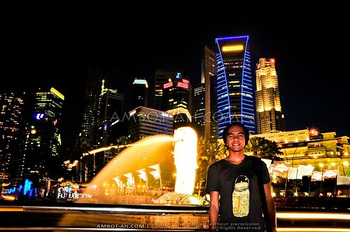 Singapore Nightshots   Merlion, Fullerton Hotel, and Marina Bay