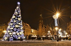 Christmas Tree in Wroclaw (maciej.ka) Tags: christmas tree night square time market poland polska zima polonia wroclaw starburst noc rynek pologne wrocaw boze narodzenie wroclove rynekwroclaw wroclawwinter rynekwinter